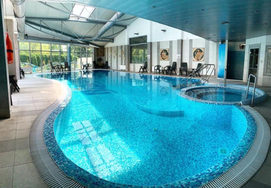 Нощувка на човек със закуска + басейн и СПА зона от хотел Дипломат Плаза****, Луковит, снимка 4
