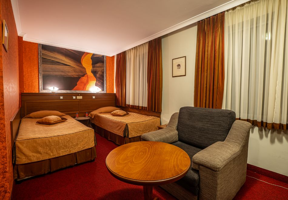Нощувка на човек със закуска + басейн и СПА зона от хотел Дипломат Плаза****, Луковит, снимка 12