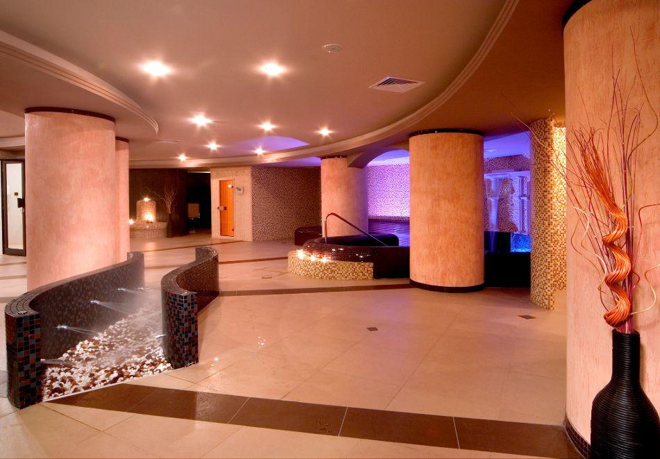 Нощувка в делукс крило на човек със закуска + басейни с минерална вода и релакс център в хотел Хисар****, гр. Хисаря, снимка 8