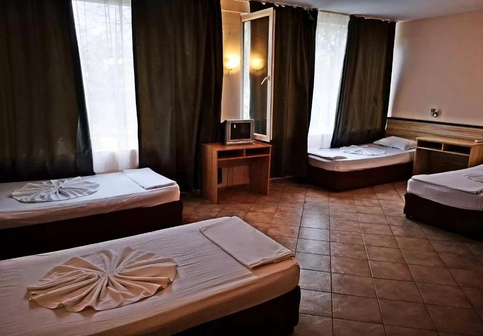 Нощувка САМО за 10.50 лв. на човек в хотел Върли Бряг, Бургас, снимка 4