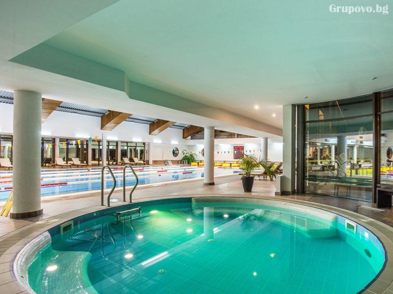"""Нощувка на човек със закуска + ползване на закрит басейн """"Каменград"""" в Парк хотел Асарел, Панагюрище, снимка 16"""