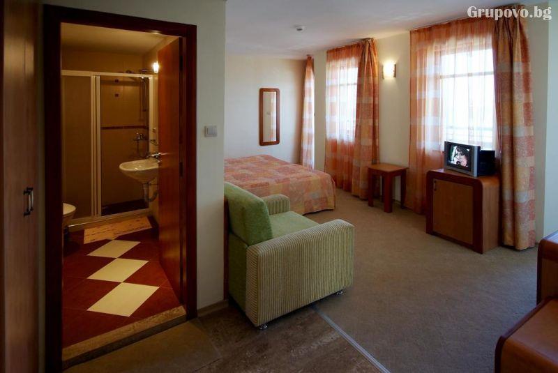 Нощувка на човек в хотел Свети Никола, Несебър, снимка 9