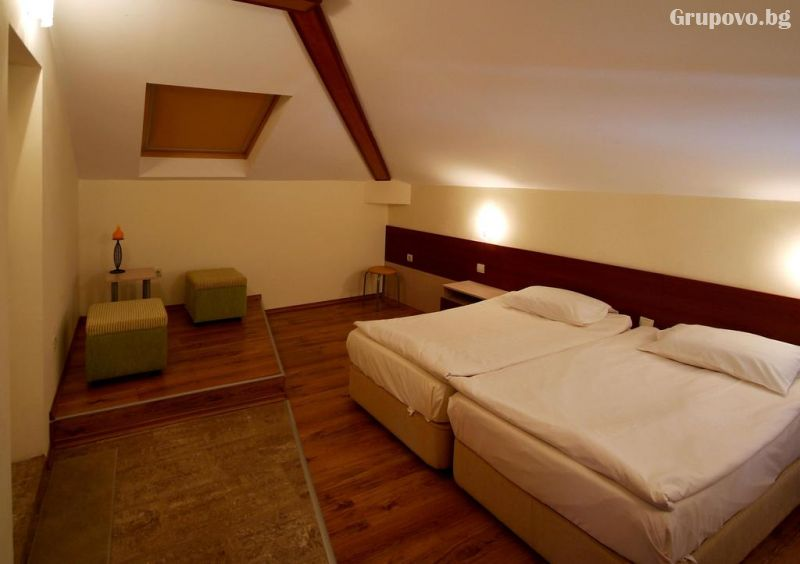 Нощувка на човек в хотел Свети Никола, Несебър, снимка 8