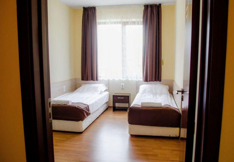 2 нощувки на човек + вечери + минерален басейн в Апартаменти за гости Сапарева Апарт, гр.Сапарева Баня, снимка 10