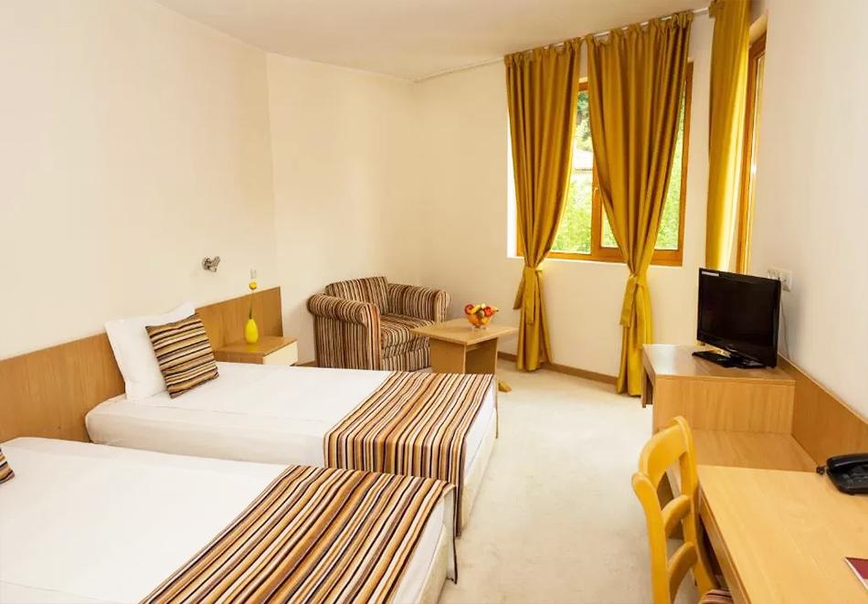 Нощувка със закуска на човек + минерален басейн и сауна в Хотел Дива, до Троян, снимка 11