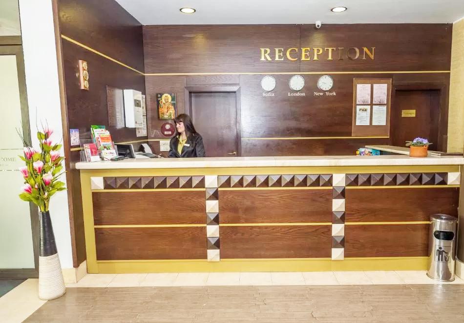 Нощувка на човек със закуска + басейн и релакс пакет в хотел Родопски Дом, Чепеларе, снимка 12