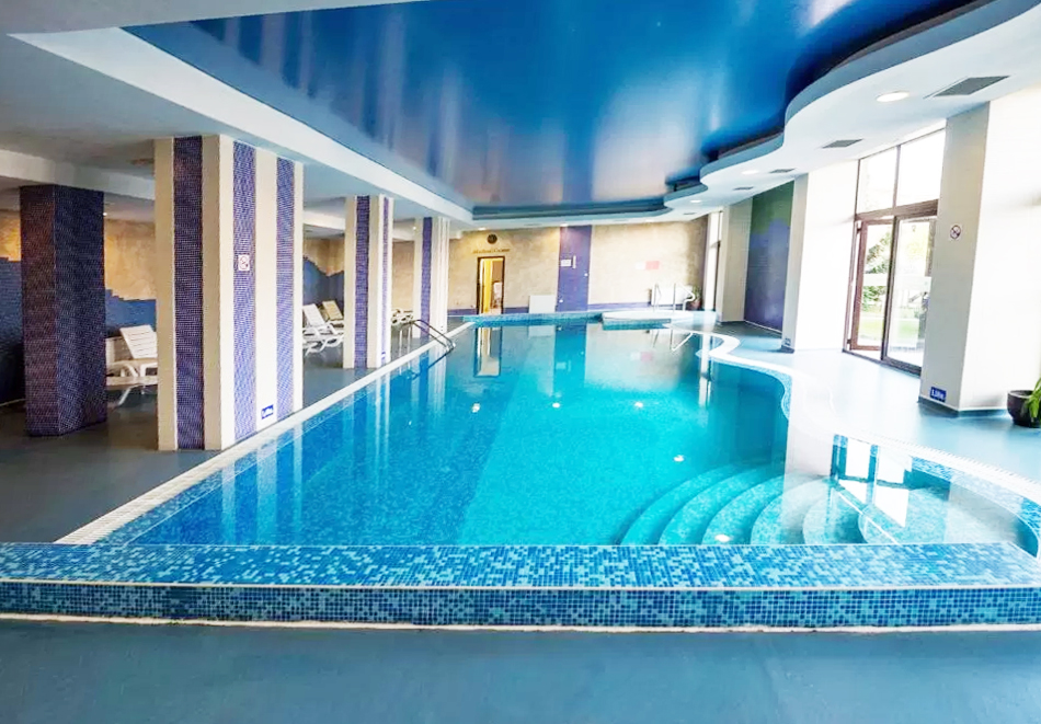 Нощувка на човек със закуска + басейн и релакс пакет в хотел Родопски Дом, Чепеларе, снимка 4