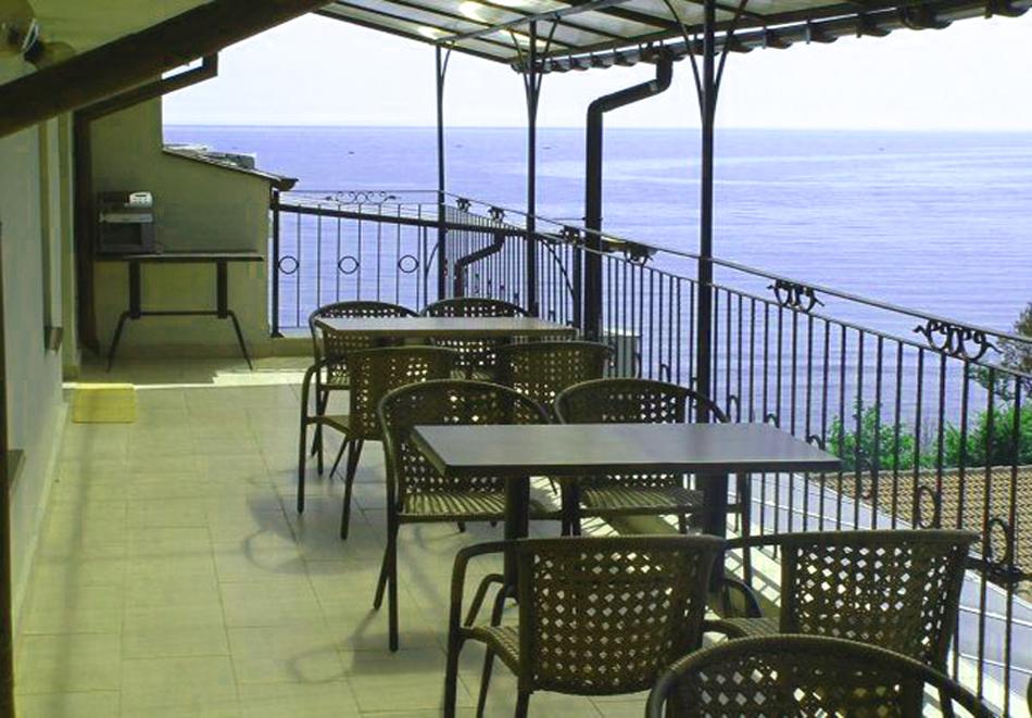 Нощувка за четирима или петима + басейн с джакузи в хотел Хармани, Китен, снимка 10