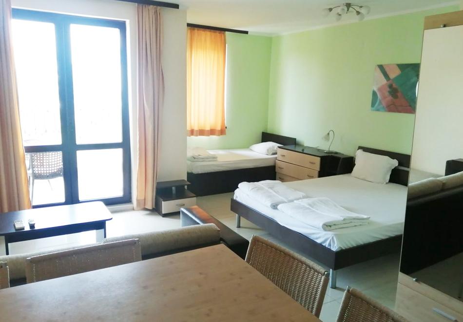 Нощувка за четирима или петима + басейн с джакузи в хотел Хармани, Китен, снимка 7