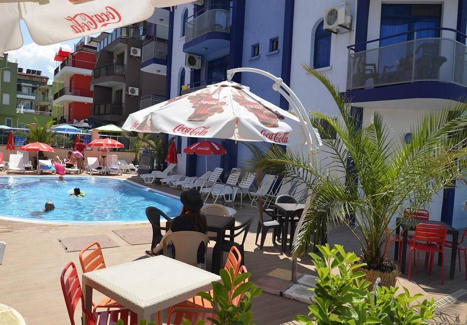 На 50 м. от плажа в Приморско! Нощувки на човек + басейн в хотел Калипсо Блу, снимка 5