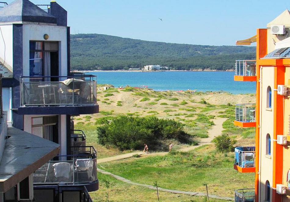 На 50 м. от плажа в Приморско! Нощувки на човек + басейн в хотел Калипсо Блу, снимка 12