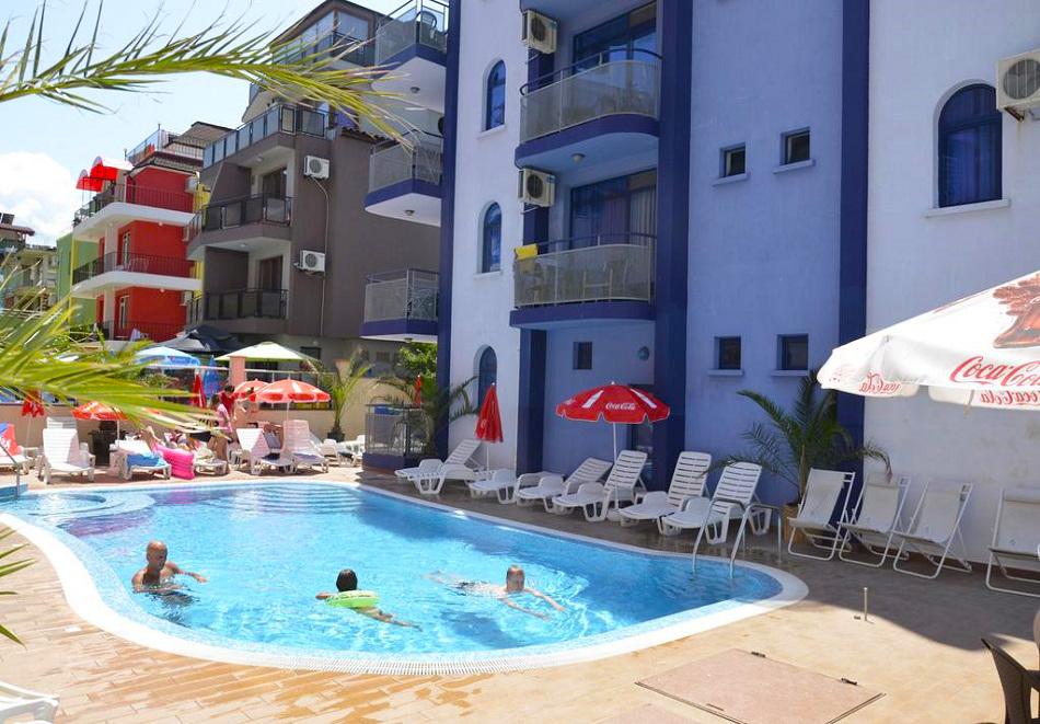 На 50 м. от плажа в Приморско! Нощувки на човек + басейн в хотел Калипсо Блу, снимка 4