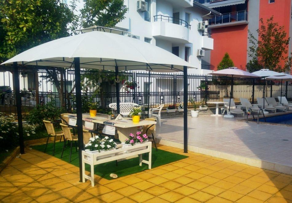 Лято в Равда на 100м. от плажа! Нощувка със закуска, обяд* и вечеря + басейн в хотел Сага, снимка 14