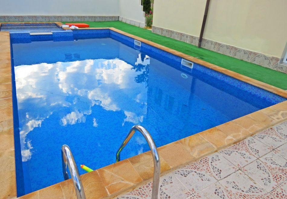 Лято в Равда на 100м. от плажа! Нощувка със закуска, обяд* и вечеря + басейн в хотел Сага, снимка 4