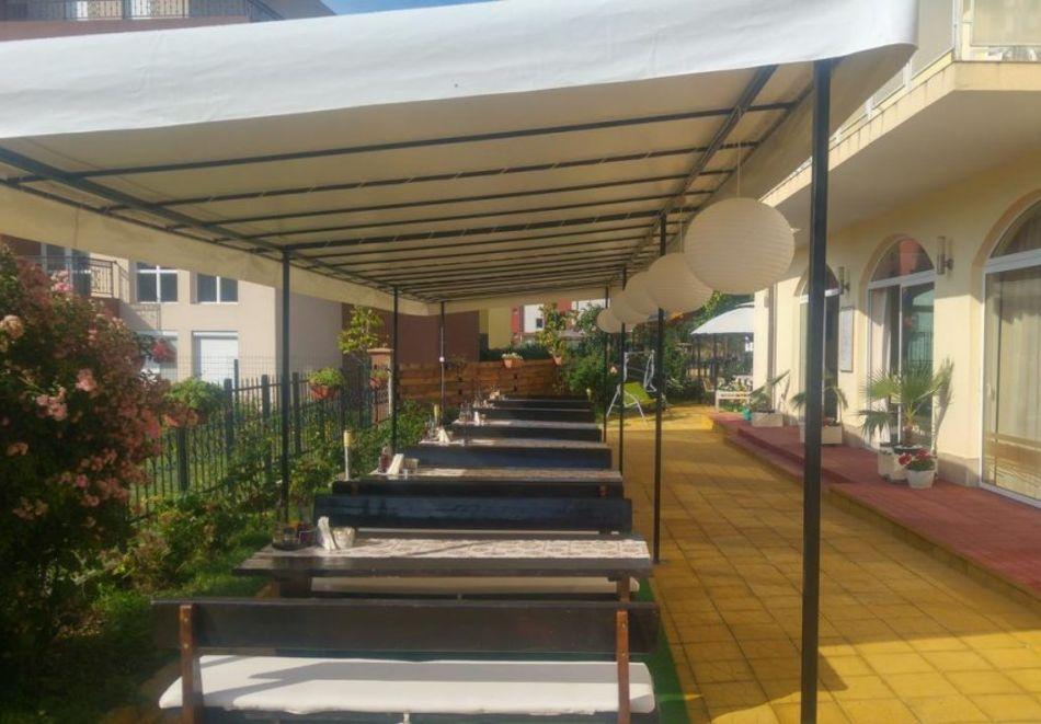 Лято в Равда на 100м. от плажа! Нощувка със закуска, обяд* и вечеря + басейн в хотел Сага, снимка 15