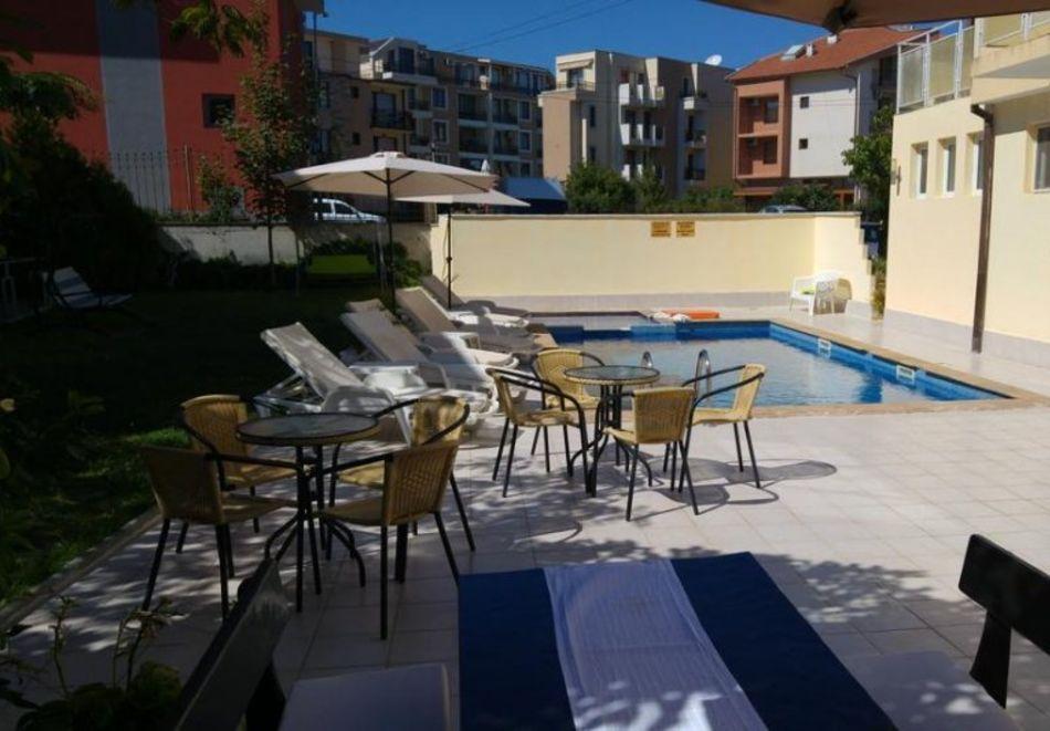 Лято в Равда на 100м. от плажа! Нощувка със закуска, обяд* и вечеря + басейн в хотел Сага, снимка 6