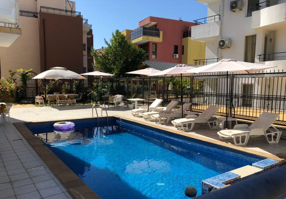 Лято в Равда на 100м. от плажа! Нощувка със закуска, обяд* и вечеря + басейн в хотел Сага, снимка 5