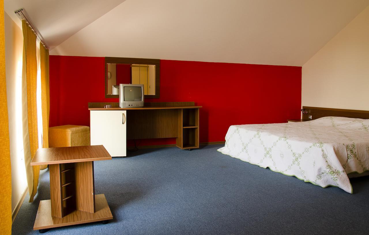 Нощувка на човек в Семеен хотел Електра, Поморие, снимка 6