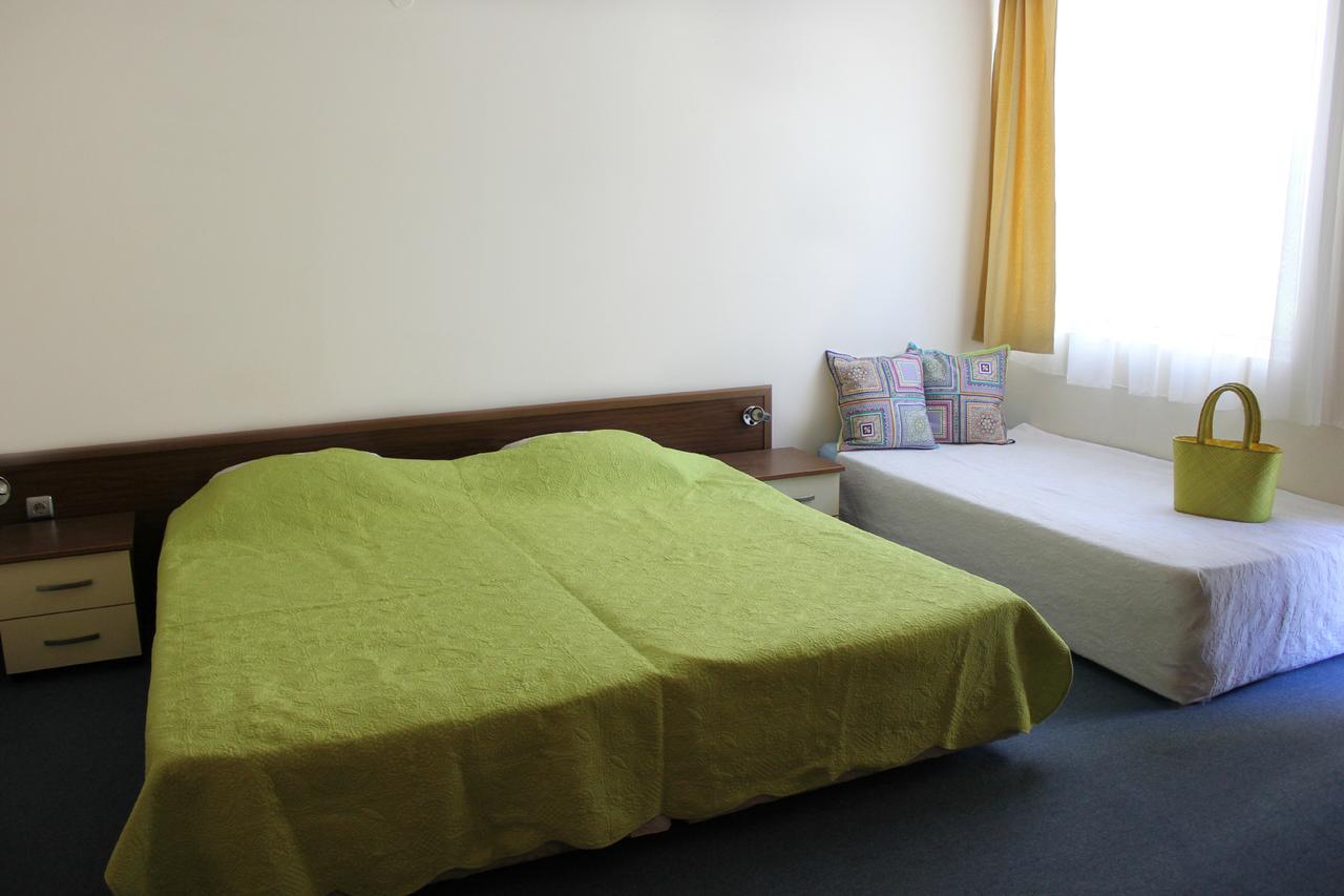 Нощувка на човек в Семеен хотел Електра, Поморие, снимка 8