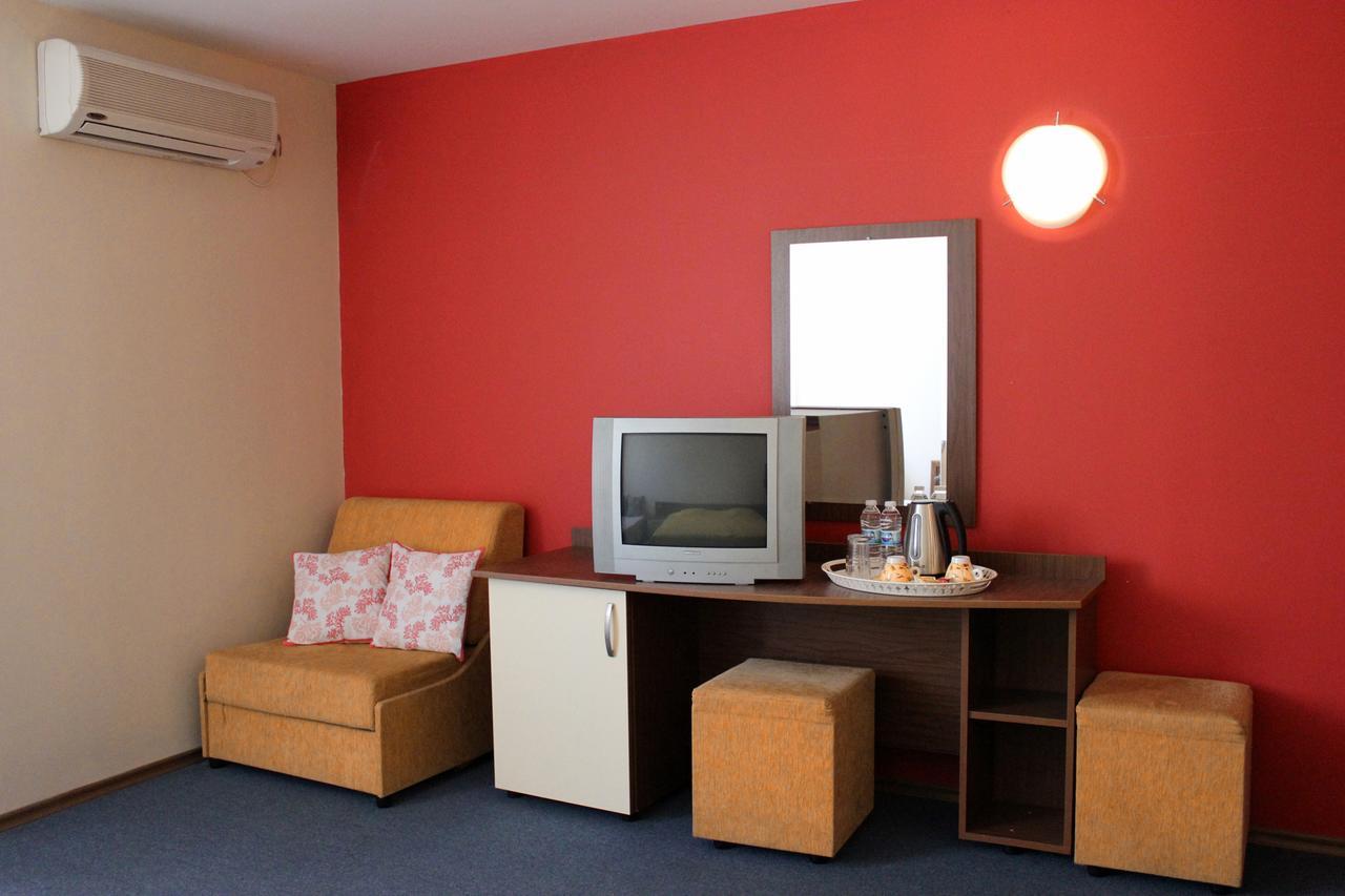 Нощувка на човек в Семеен хотел Електра, Поморие, снимка 5