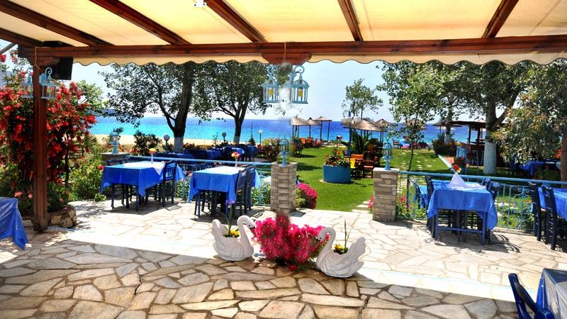 На брега на морето в Халкидики, Гърция. Нощувка на човек със закуска и вечеря в хотел Ангелос Гардън, Tорони, снимка 11