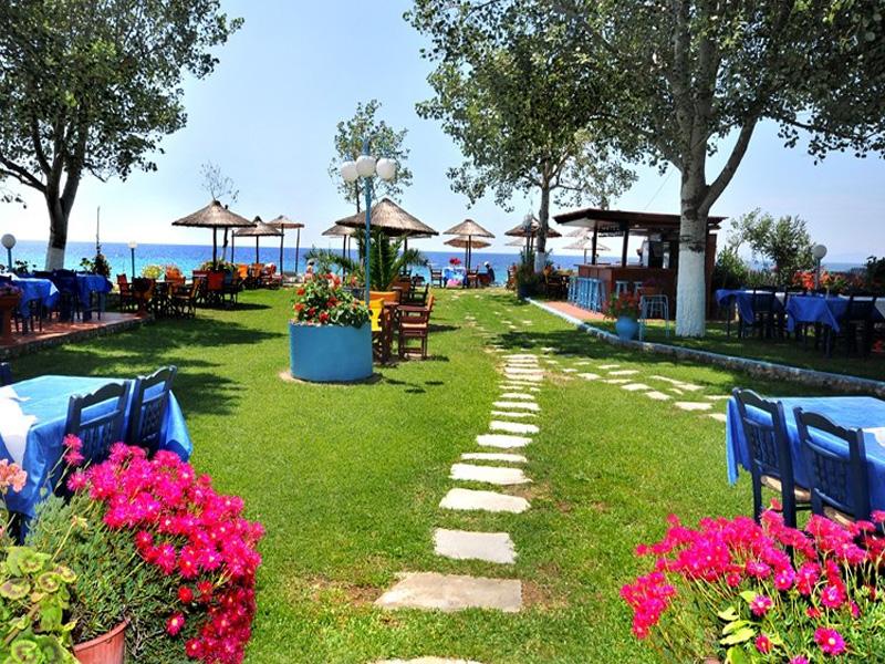 На брега на морето в Халкидики, Гърция. Нощувка на човек със закуска и вечеря в хотел Ангелос Гардън, Tорони, снимка 3
