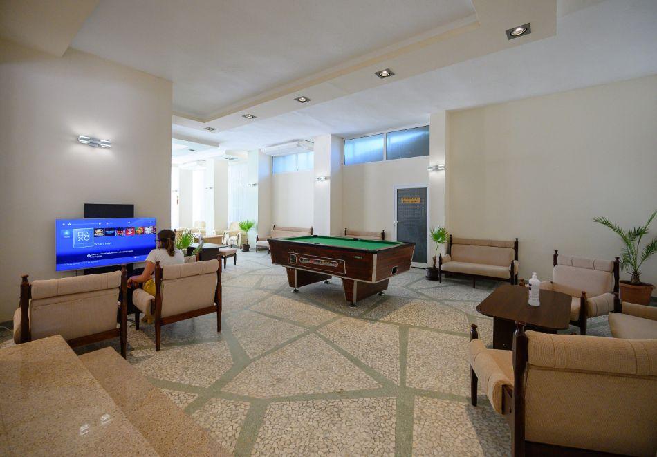 На първа линия в Златни Пясъци. Нощувка на човек със закуска и вечеря + напитки + басейн в хотел Журналист, снимка 16