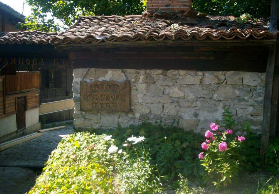 Делник в Копривщица! Наем за 1, 2, 3, 4 или 5 нощувки на къща с капацитет 9 човека + барбекю от Траянова къща, снимка 14