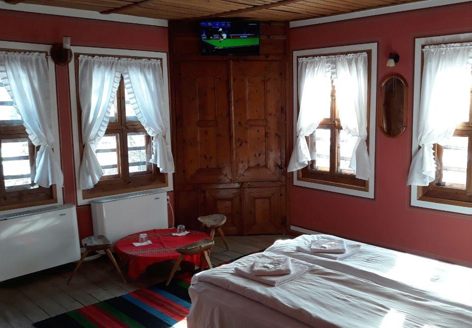 Делник в Копривщица! Наем за 1, 2, 3, 4 или 5 нощувки на къща с капацитет 9 човека + барбекю от Траянова къща, снимка 6