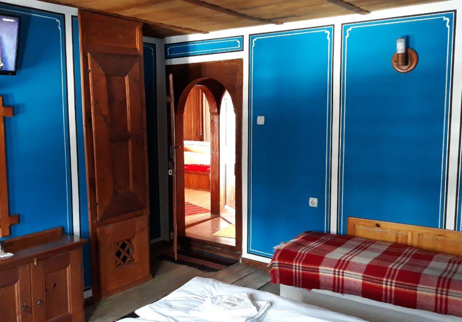 Делник в Копривщица! Наем за 1, 2, 3, 4 или 5 нощувки на къща с капацитет 9 човека + барбекю от Траянова къща, снимка 5