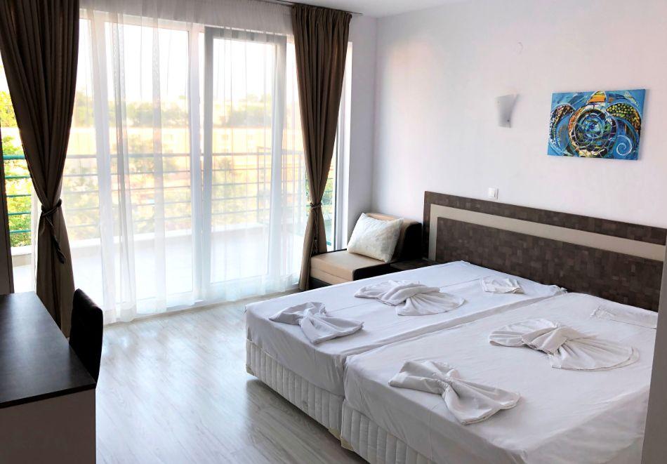 Нощувка на човек със закуска + басейн в хотел Палма, Слънчев Бряг, снимка 11