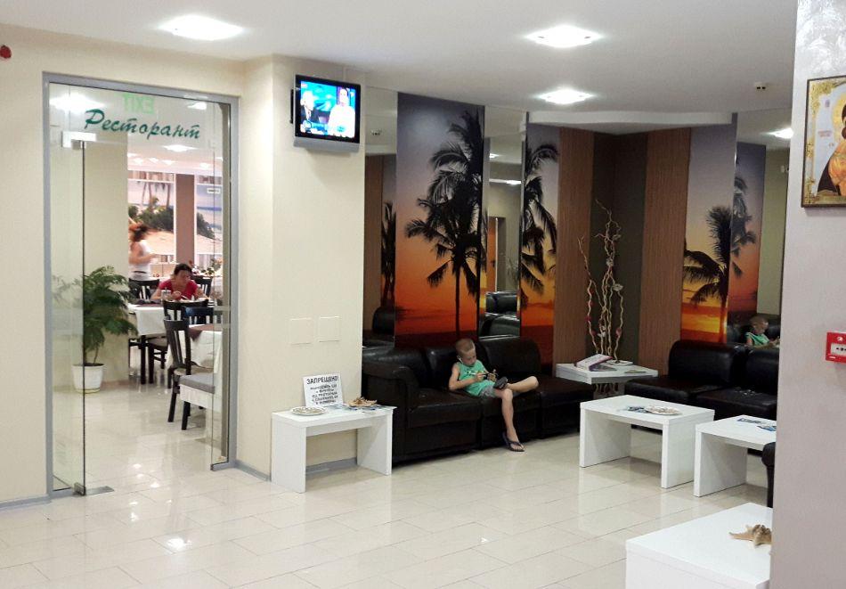 Нощувка на човек със закуска + басейн в хотел Палма, Слънчев Бряг, снимка 28