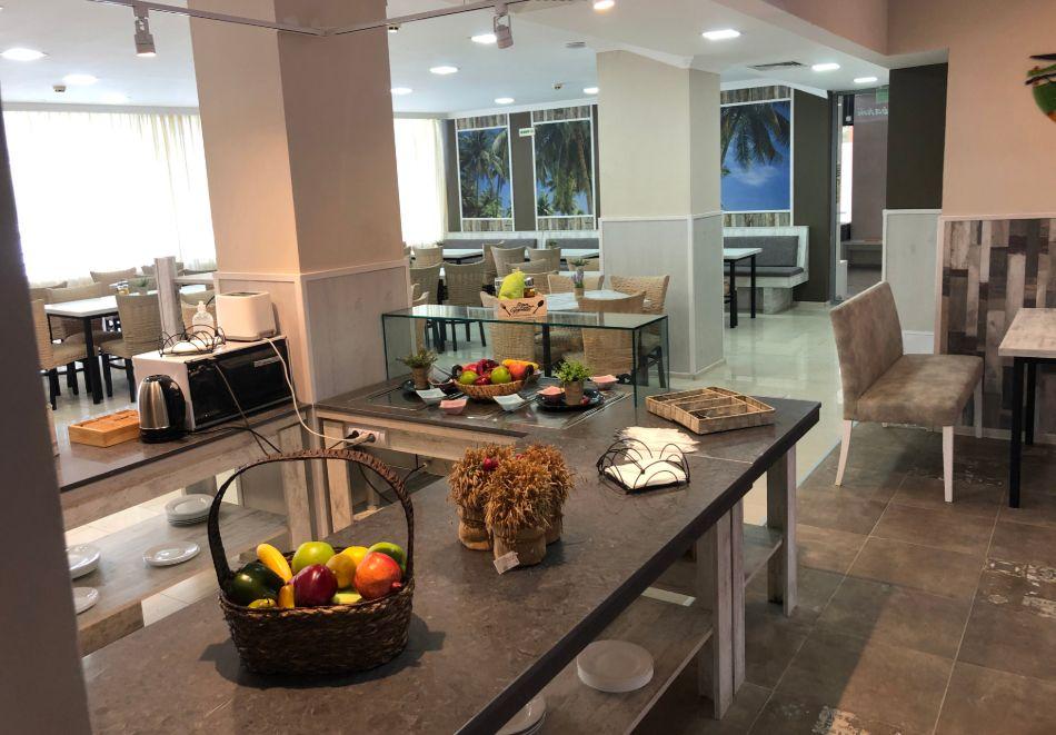 Нощувка на човек със закуска + басейн в хотел Палма, Слънчев Бряг, снимка 23