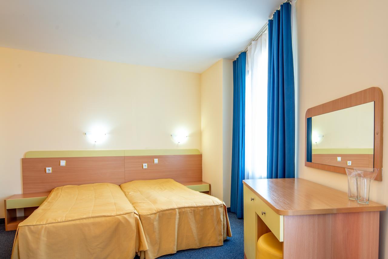 На ПЪРВА ЛИНИЯ в Китен! 5 нощувки на човек със закуски, обеди и вечери + басейн в хотел Елит, снимка 9