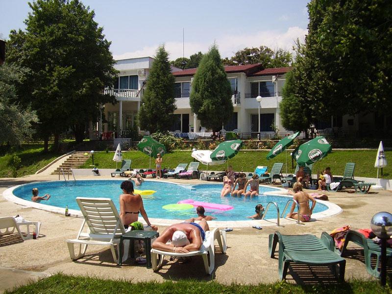 Нощувка на човек със закуска + басейн от Парк хотел Здравец***, к.к. Чайка. Дете до 12г. - БЕЗПЛАТНО!, снимка 4