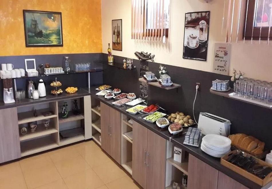 Лято 2021 в Китен. 3, 5 или 7 нощувки на човек със закуски и вечери в семеен хотел Лазур, снимка 13