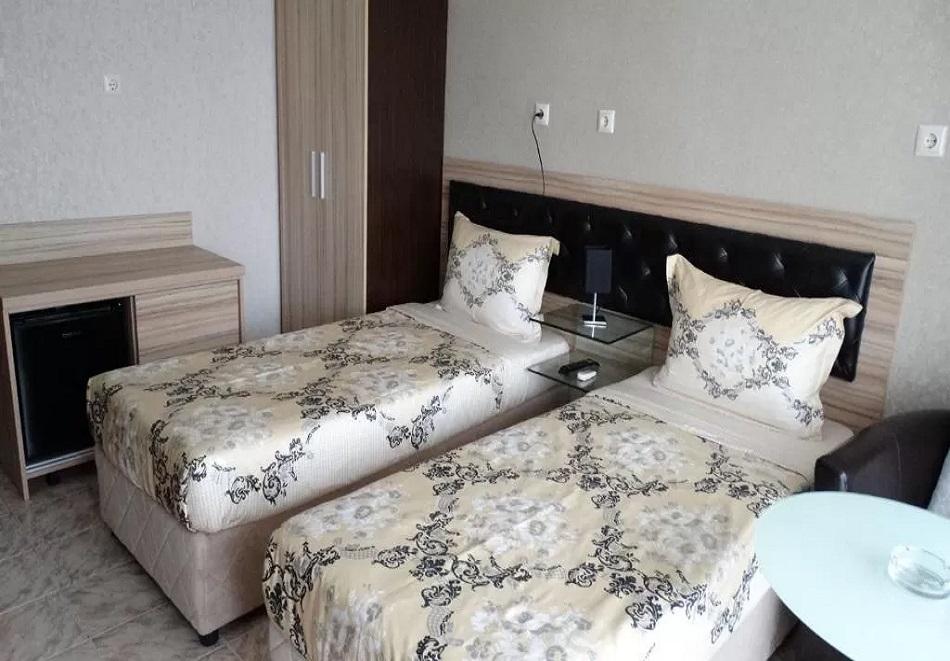 Лято 2021 в Китен. 3, 5 или 7 нощувки на човек със закуски и вечери в семеен хотел Лазур, снимка 8