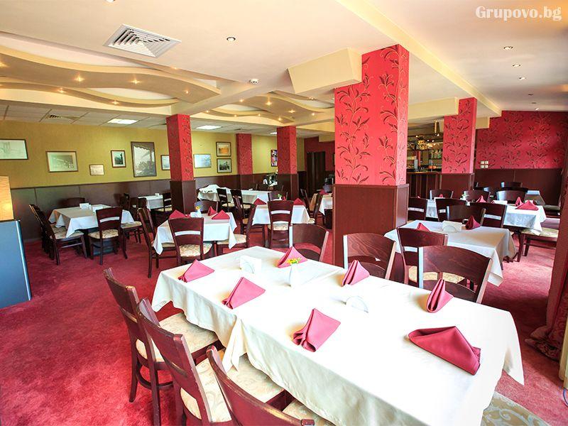 През май и юни в Сандански. Нощувка на човек със закуска и вечеря* + басейн и релакс зона в хотел Тайм Аут***, снимка 7