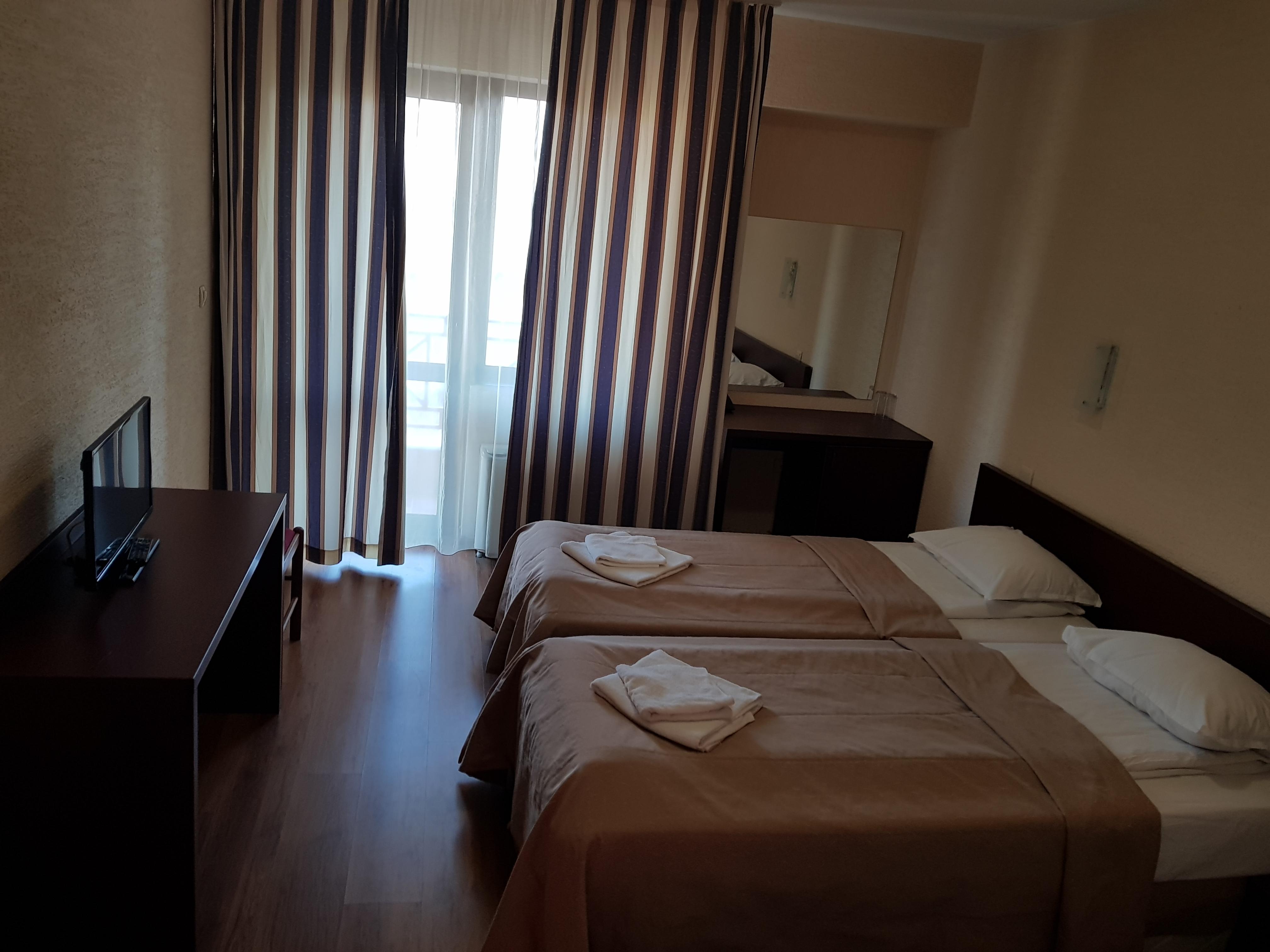 През май и юни в Сандански. Нощувка на човек със закуска и вечеря* + басейн и релакс зона в хотел Тайм Аут***, снимка 6