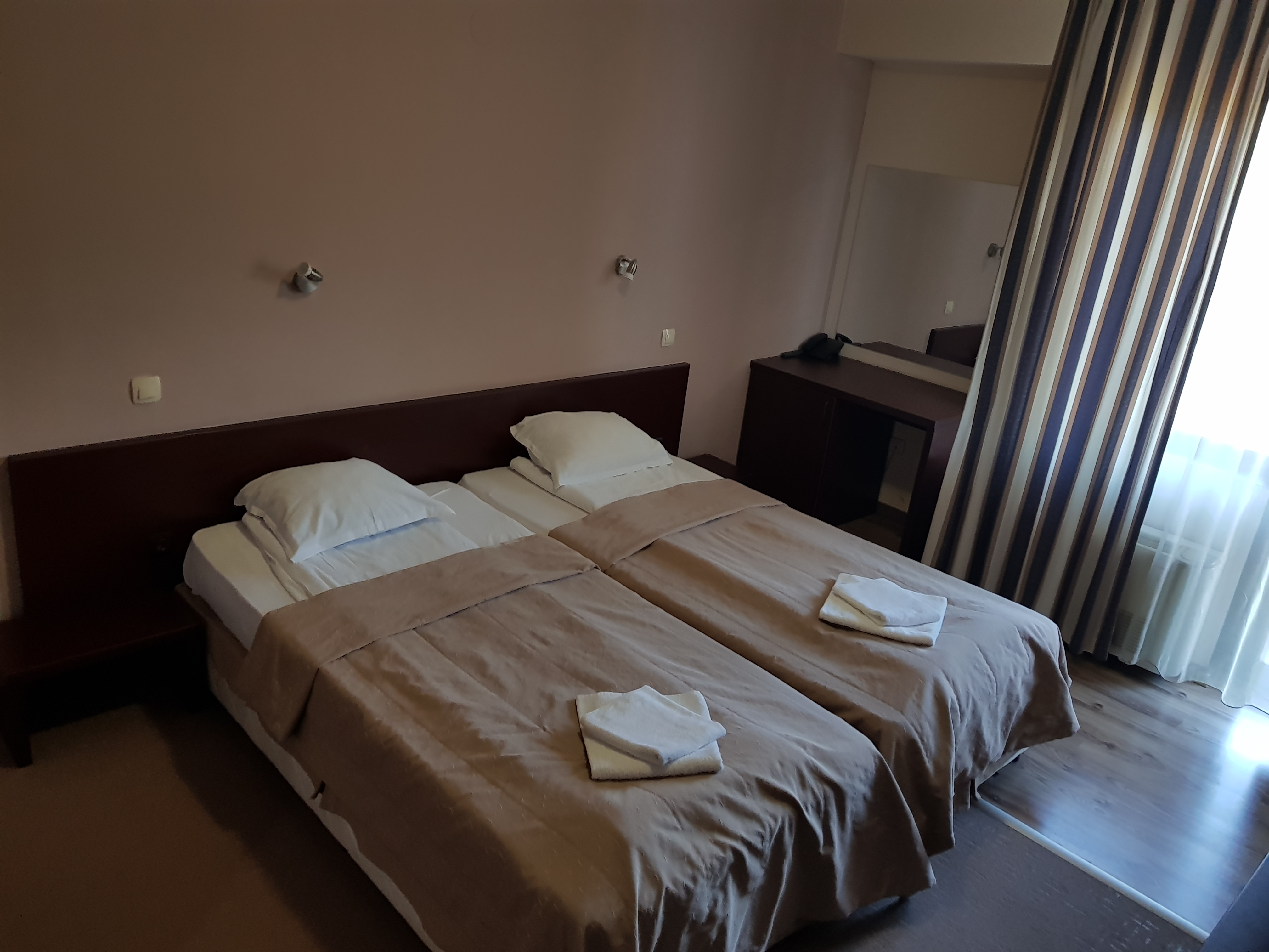 През май и юни в Сандански. Нощувка на човек със закуска и вечеря* + басейн и релакс зона в хотел Тайм Аут***, снимка 5