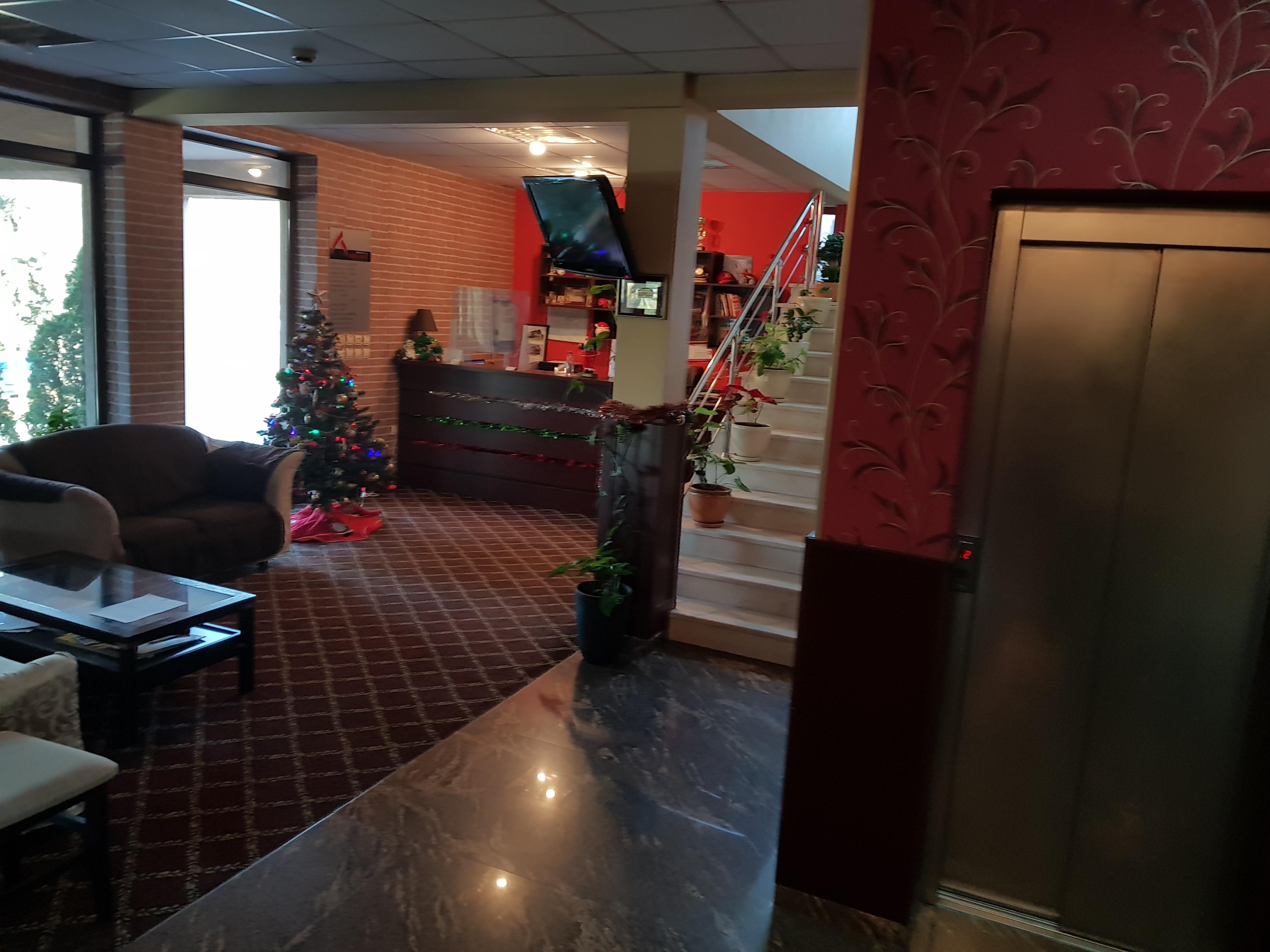 През май и юни в Сандански. Нощувка на човек със закуска и вечеря* + басейн и релакс зона в хотел Тайм Аут***, снимка 9