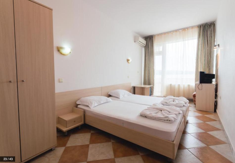 Нощувка на човек със закуска и вечеря + басейн от хотел Пловдив, Приморско, снимка 4