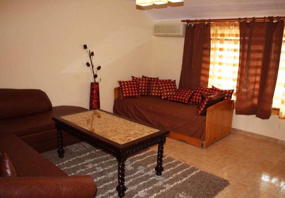 Нощувка за трима, четирима или петима в къща за гости Фенер, Поморие, снимка 4