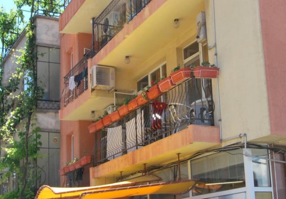 Нощувка за трима, четирима или петима в къща за гости Фенер, Поморие, снимка 2