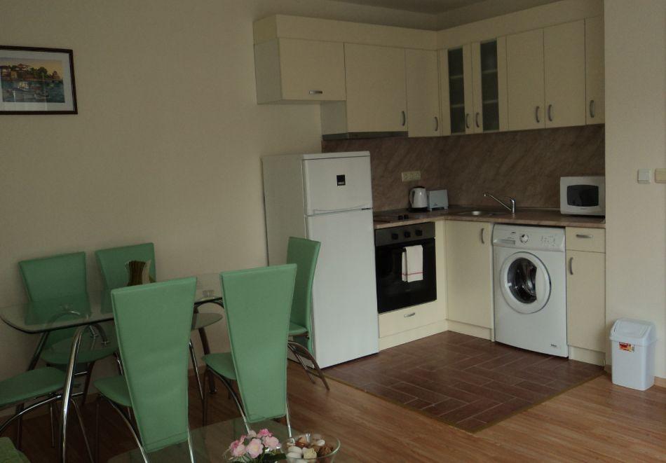 5 или 7 нощувки в двуспален апартамент за до 5-ма + басейни в Привилидж Форт Бийч, между Св. Влас и Елените, снимка 12