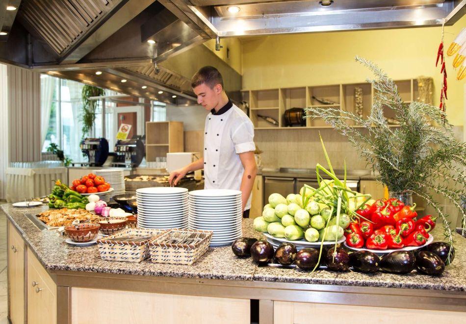 Детокс програма! 5 нощувки на човек със закуски, обеди и вечери в хотел Феста Панорама****, Несебър, снимка 18