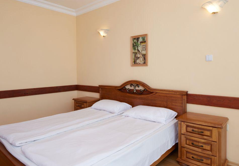 Нощувка за двама или трима + басейн в хотел Консул Блу Сън, Свети Влас, снимка 6