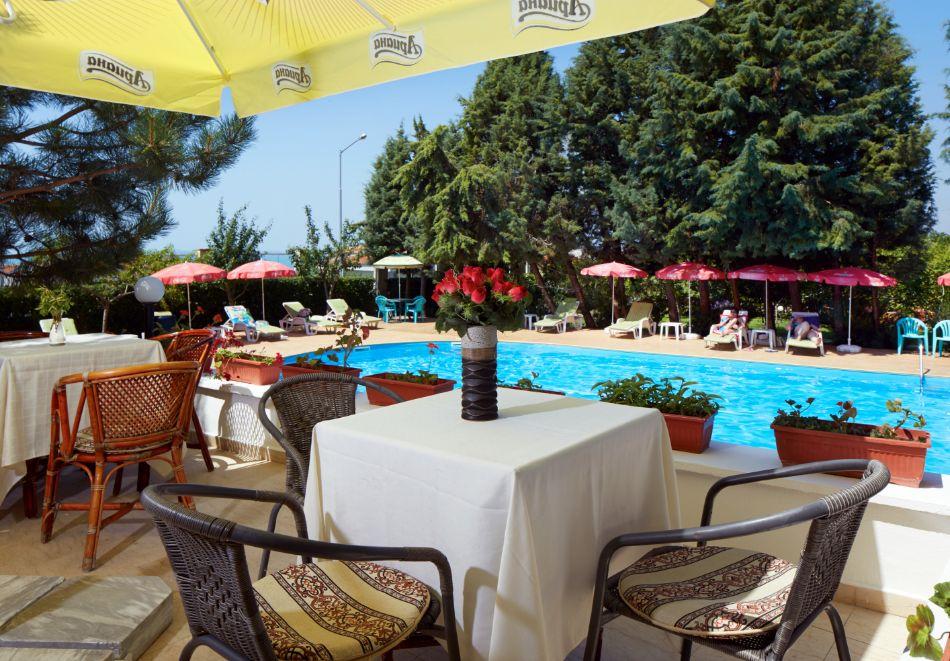 Нощувка за двама или трима + басейн в хотел Консул Блу Сън, Свети Влас, снимка 4