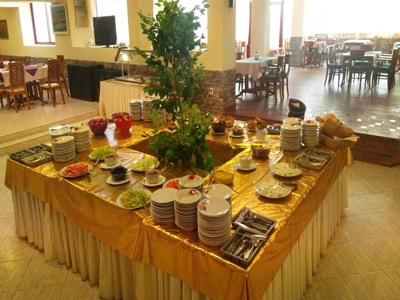 Нощувка на човек със закуска, обяд и вечеря + 2 басейна и джакузи в хотел Роза, Черноморец, снимка 14