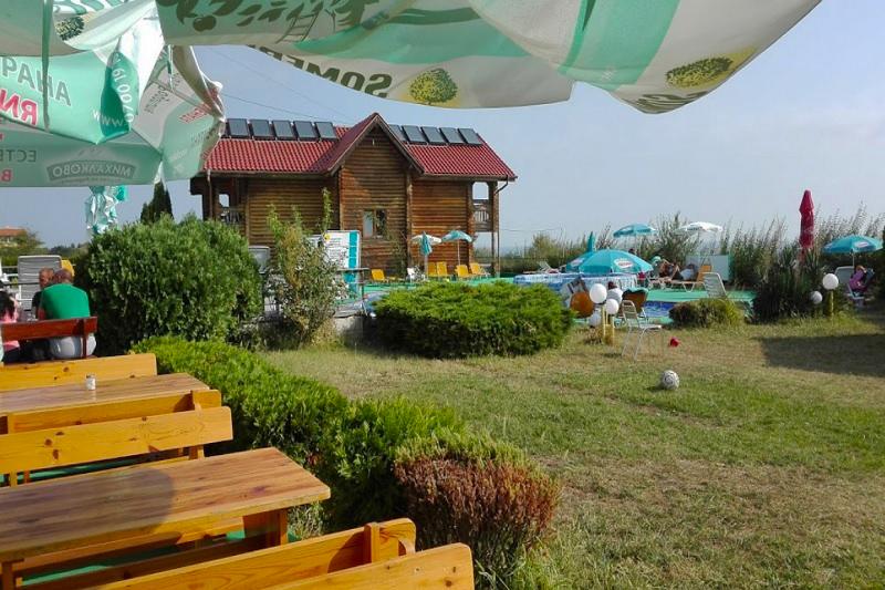 Нощувка на човек със закуска, обяд и вечеря + 2 басейна и джакузи в хотел Роза, Черноморец, снимка 12